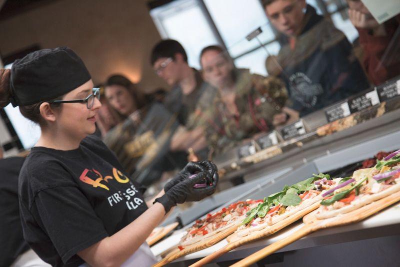 Firo-ista making pizza